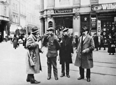 El Ejercito Rojo patrulla las calles de Berlin en 1920.