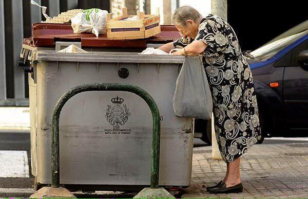 España: Un pobre cualquiera en un día cualquiera de una ciudad cualquiera a cualquier hora.