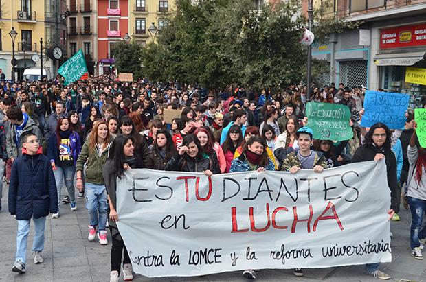 Manifestación de estudiantes de secundaria contra la L.O.M.C.E. 2014.