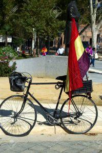 22771408-sevilla-espa-a-12-de-octubre-2013-republicano-concentraci-n-de-40-bicicletas-con-bandera-republicana-foto-de-archivo