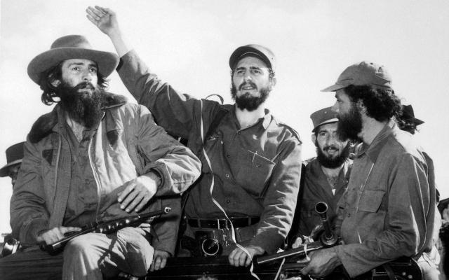 8 de enero de 1959: Fidel Castro entra en La Habana al frente del ejército guerrillero.